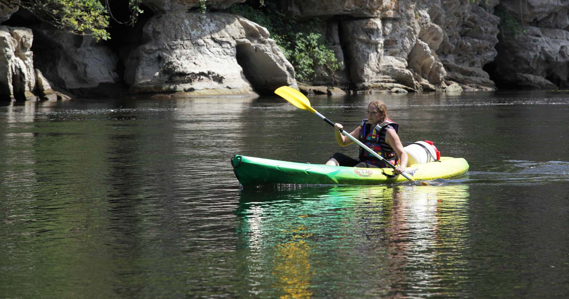 Day or half day canoe and kayak trips on the Dordogne, France