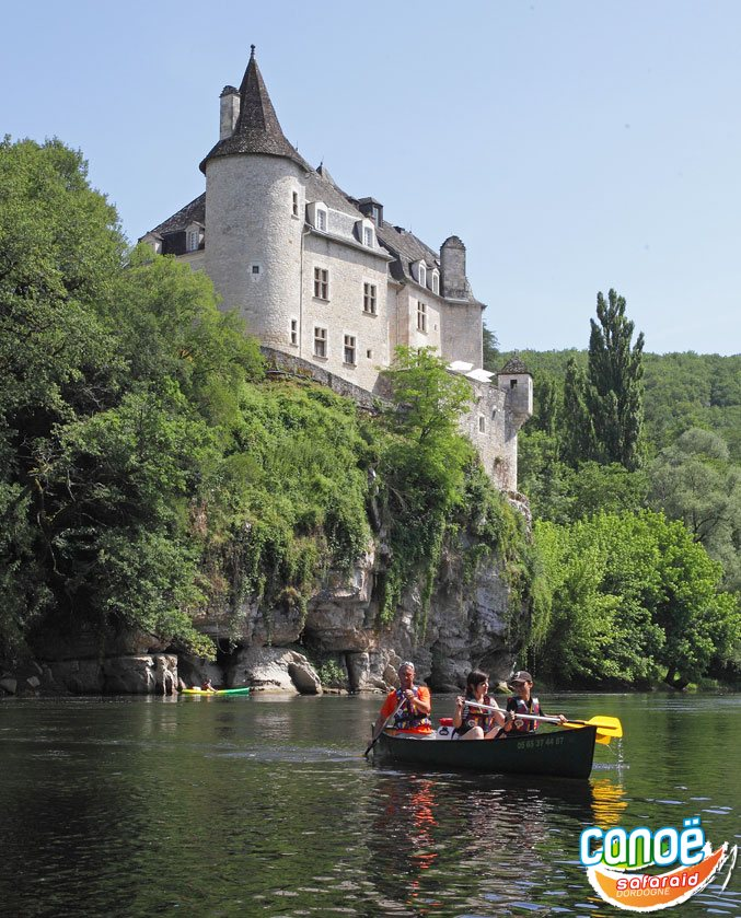 Descent in canoe on the Dordogne river - Lot and Correze (France)