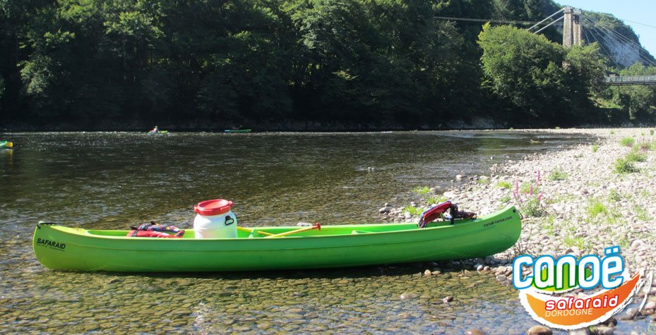 Our canadian canoes 2 - 4 seats on the Dordogne river